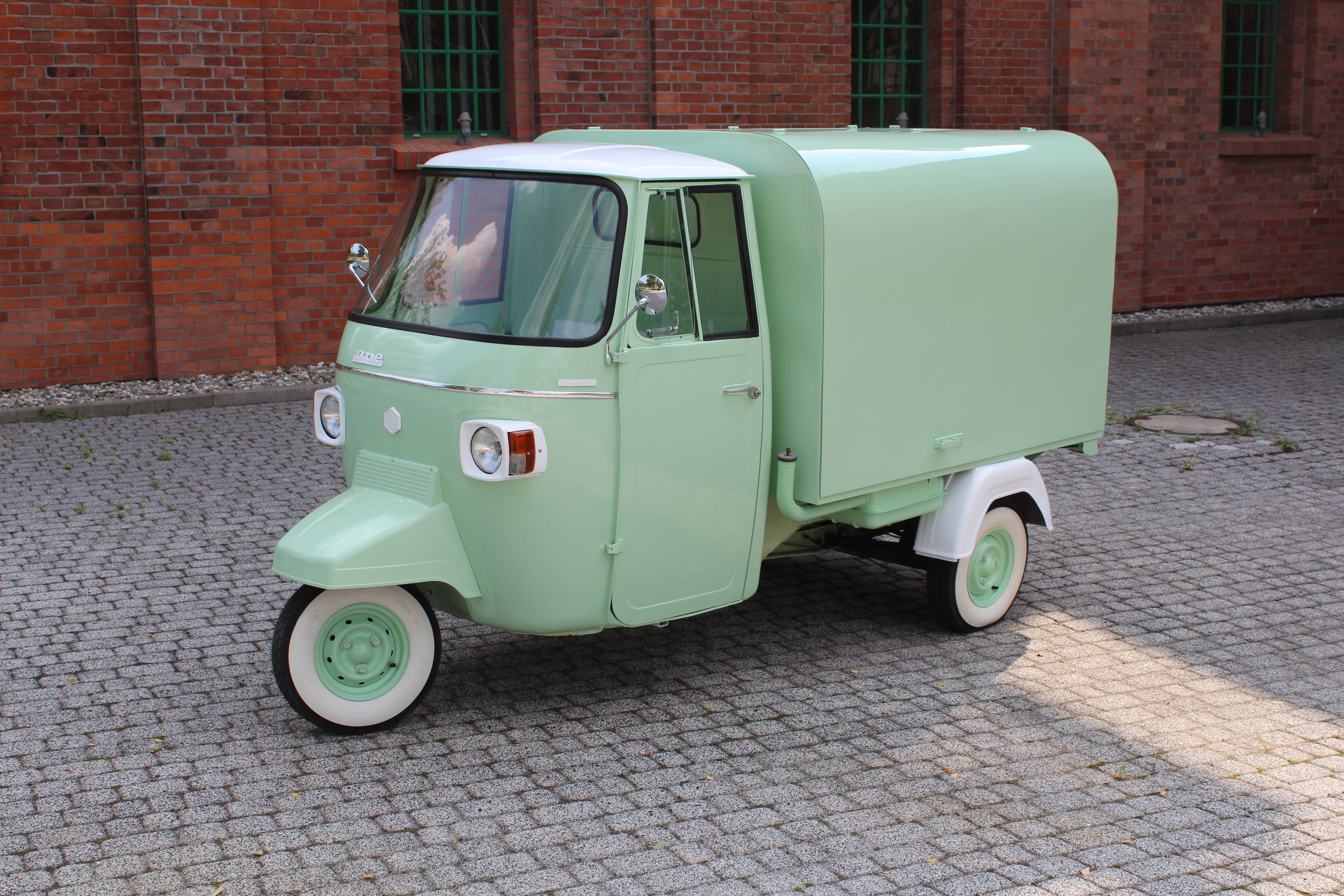 Realizacja Piaggio Ape 501 Classic proseccovan
